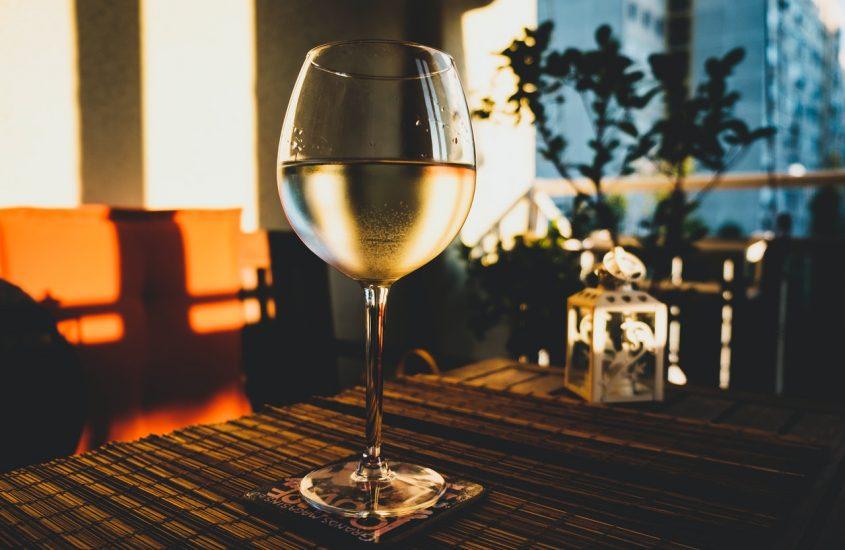 De glazen voor witte wijn